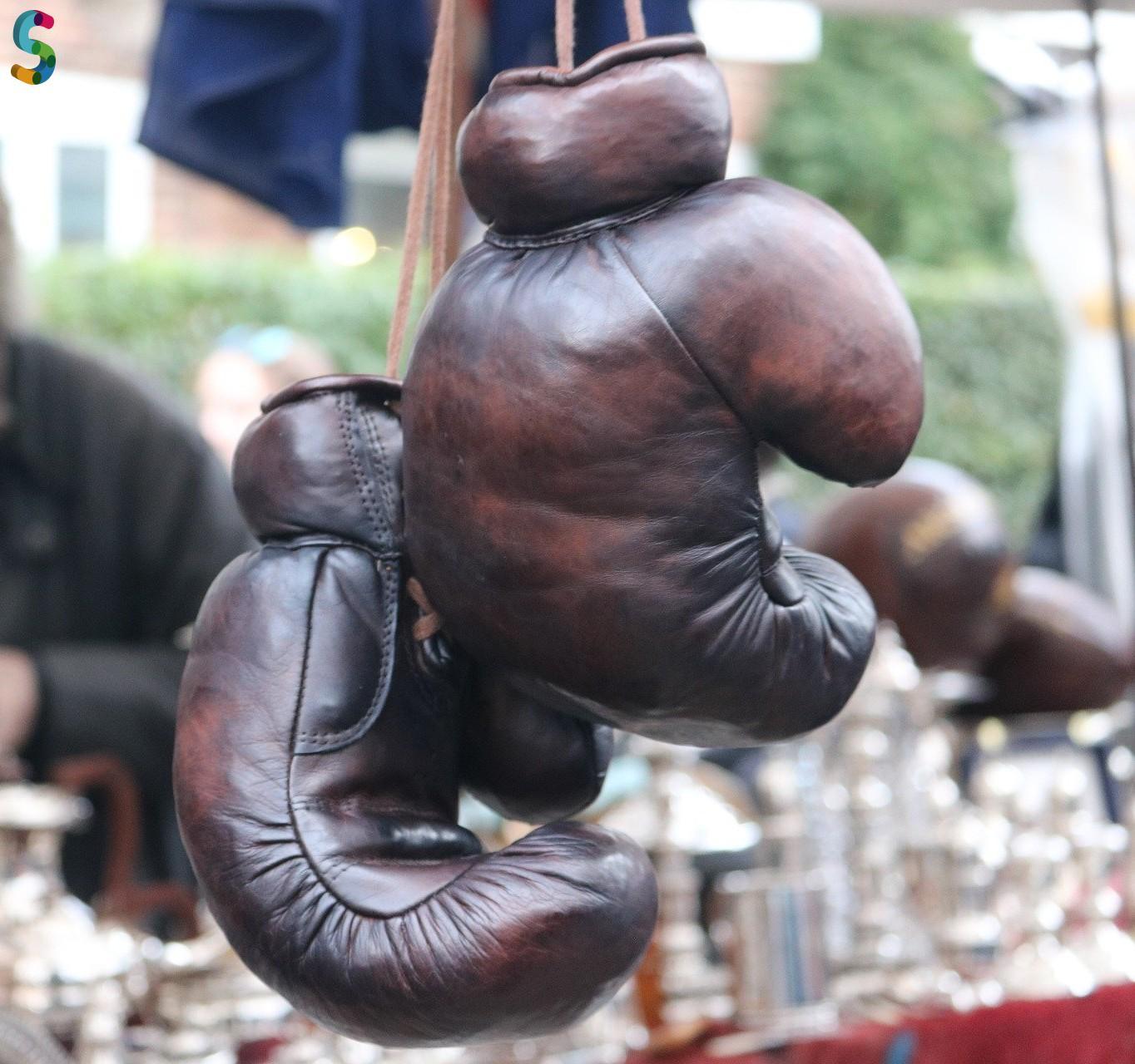 Ancienne paire de gants de boxe en cuir