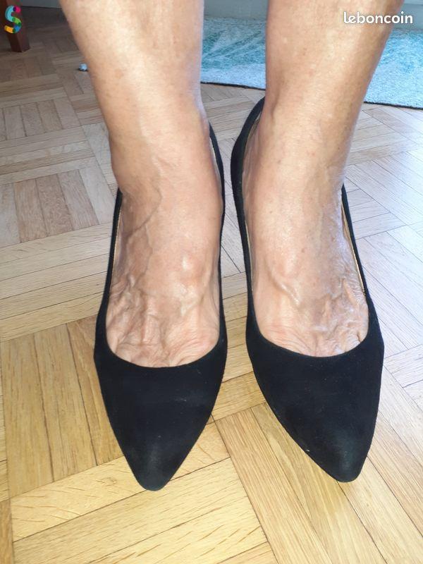 Chaussure en Daim Noir de Femme
