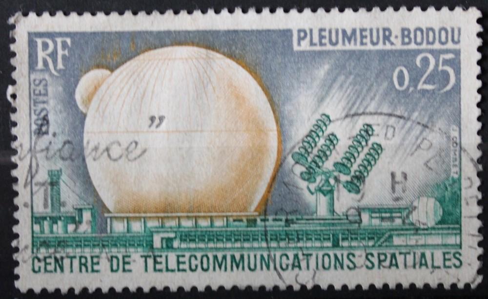Timbre 0,25 F centre de télécommunication spatiales